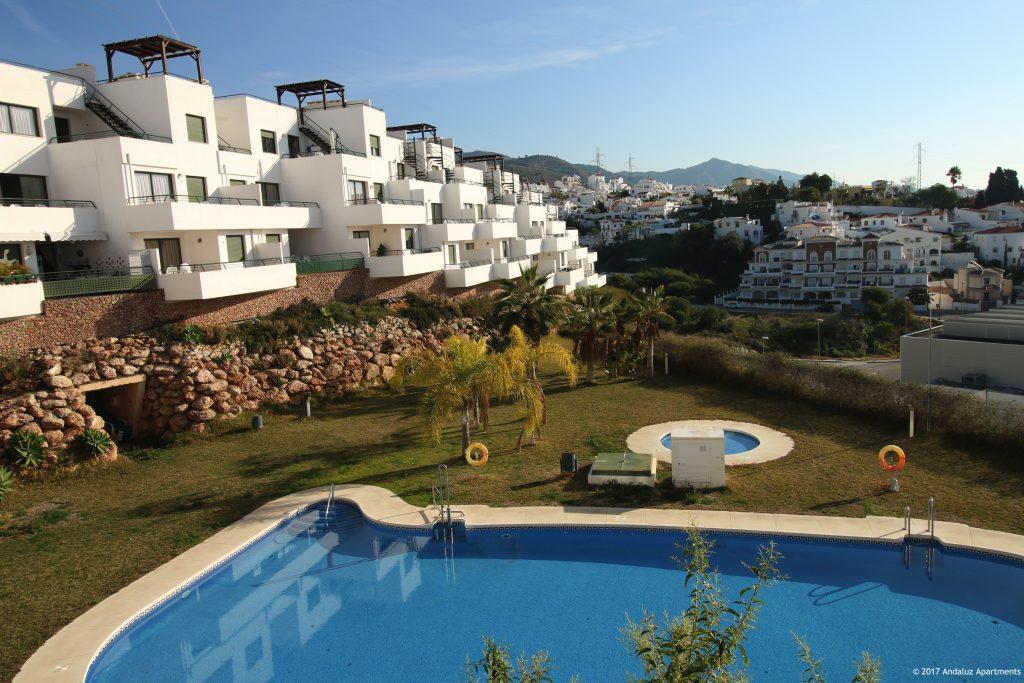 Zwembad en gebouw vakantie appartementen MDN