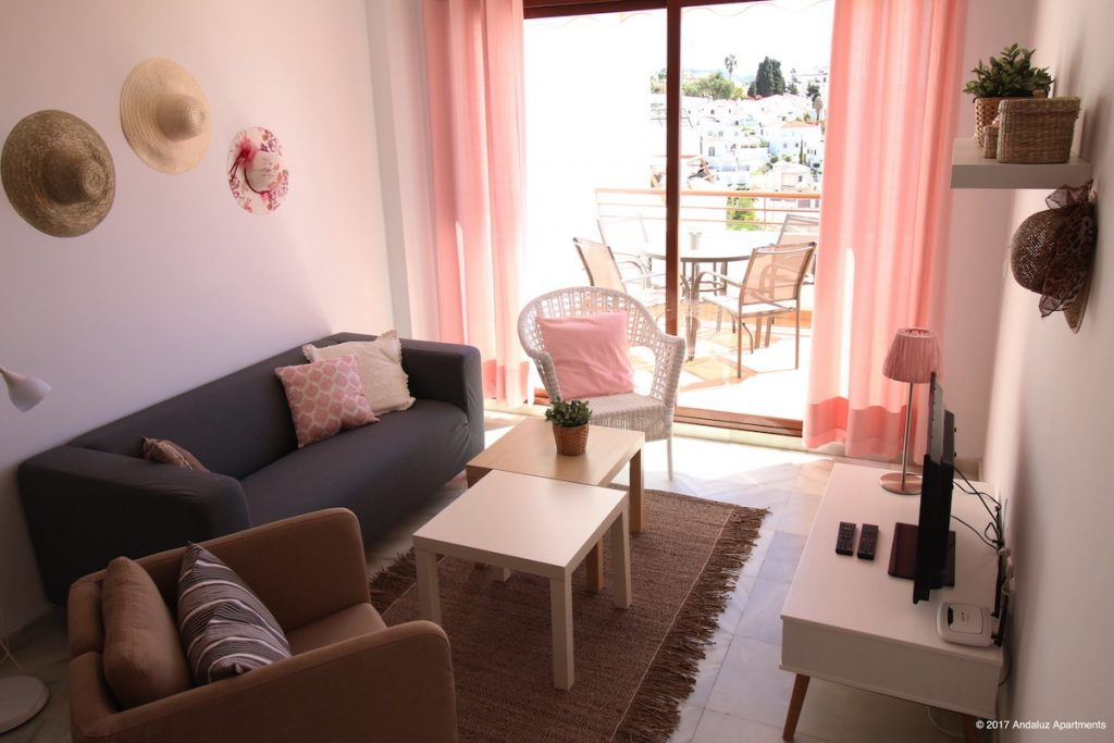 Woonkamer en terras vakantie appartement MDN05 in Nerja